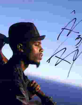 B.o.B authentic signed 8x10 picture