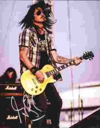 Gilby Clarke authentic signed 8x10 picture