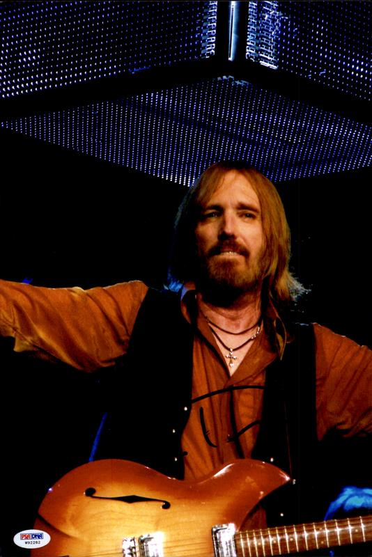 Tom Petty authentic signed 8x10 picture