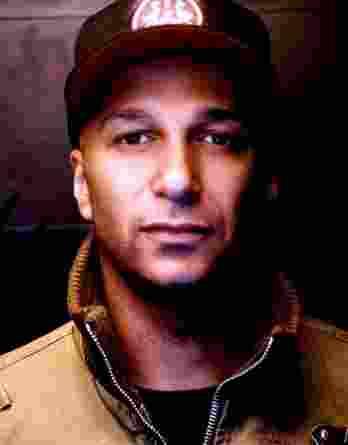 Tom Morello authentic signed 8x10 picture