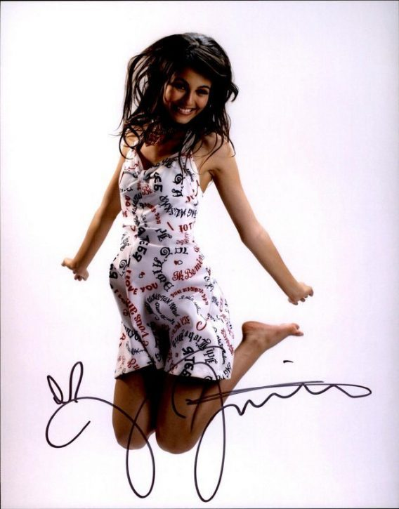 Victoria Justice authentic signed 8x10 picture