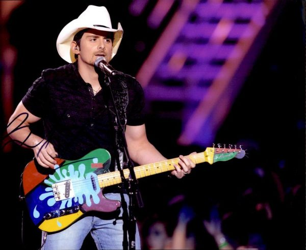Brad Paisley authentic signed 8x10 picture