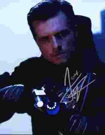 Josh Hutcherson authentic signed 8x10 picture