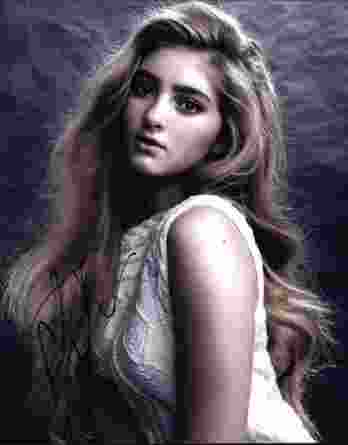 Willow Shields signed 8x10 poster